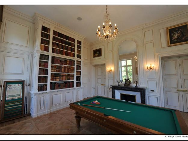 ensemble bibliotheque et lambris chateau